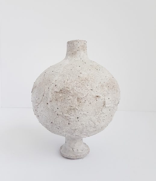 Katarina Wells - Chalk Vase 4 - Ceramic Sculpture