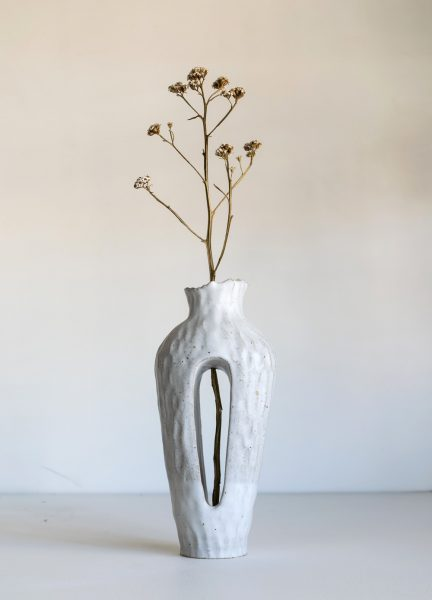 Kerryn Levy - Onishi Vase White 20.31 - Ceramic Sculpture