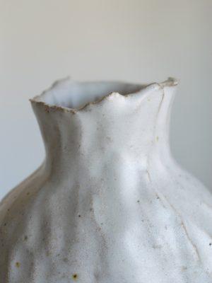 Kerryn Levy - Onishi Vase White 20.31 - Ceramic Sculpture